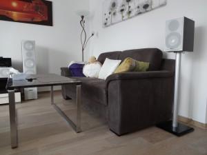 Parma-Maxi trifft Tisch und Couch (und Kabelkanal)
