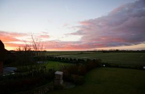 Sonnenaufgang über dem Watt (Blick aus dem Schlafzimmerfenster)