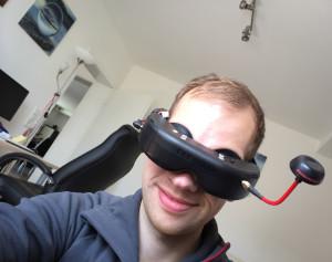 Dieses äußerst aufwändig erstellte Foto (iPhone mit dem Display in die GoPro gehalten, GoPro-Bild über Videobrille geprüft, dann ausgelöst) dient nur der Darstellung, wie blickdicht die Brille ist