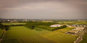 Ein kleiner Schnappschuss (als Frame einem Video entnommen): Rechts das noch im befindliche Mauk Gartencenter, links Bad Homburg - im Pixelmatsch eher links ist das Schloss zu sehen