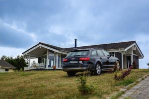 Stilechte Ankunft am Ferienhaus - auch das kann der A6 Allroad sehr gut