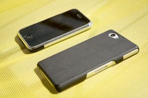 Hier mal das besagte, heilige iPhone Classic und das Z1 Compact nebeneinander