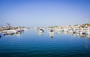 Blick von der Brücke nach Balboa Island auf den weiteren Hafenbereich .. man kann die Dimensionen nur erahnen